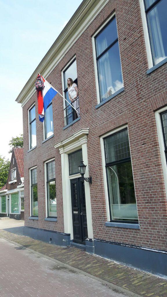 Huis met vlag